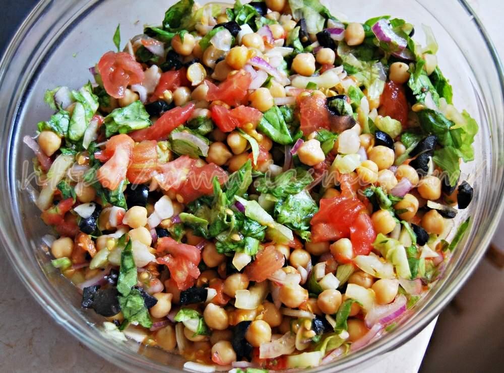 Salată de năut cu legume