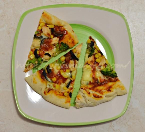 Pizza cu piept de pui și broccoli