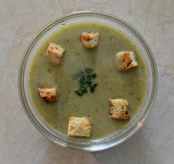 Supă cremă de zucchini cu ciuperci și cartofi